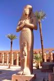 LUXOR, ΑΊΓΥΠΤΟΣ: Άγαλμα Bant Anta και Ramses ΙΙ στο ναό Karnak Στοκ Φωτογραφίες
