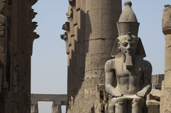 Luxor. The colossi of Ramses II in front of Luxor Temple Stock Photos