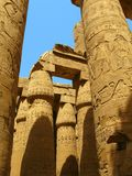 Luxor: Colonne magnifiche del tempiale di Karnak fotografia stock