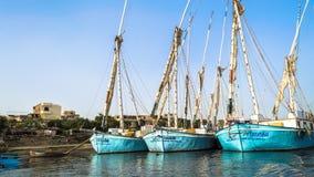 Luxor, Egito - 18 de janeiro de 2016: barcos de pesca da tradição no Nile River Imagem de Stock Royalty Free