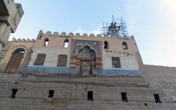 Luxor, Egypte 20 février 2017 : Cour de péristyle du temple de Louxor avec la mosquée de Sheikh Abu Haggag construite sur le toit photographie stock