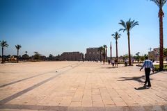 LUXOR, EGYPTE - FEBRUARI 17, 2010: Ingang van Karnak-tempel in Egypte Royalty-vrije Stock Foto's