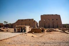 LUXOR, EGYPTE - FEBRUARI 17, 2010: Ingang van Karnak-tempel in Egypte Royalty-vrije Stock Afbeeldingen