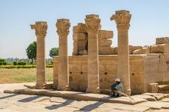 Luxor, Egypte, 23 Juli 2014 Kolommen dichtbij Dendera-Tempel Stock Fotografie