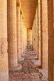 luxor för kolonnegypt hatshepsut tempel Fotografering för Bildbyråer