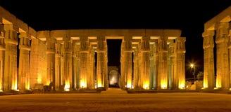 Luxor tempel vid natt Arkivfoto