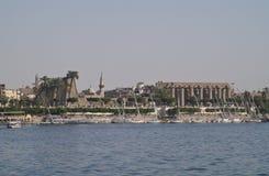Luxor von Nil Lizenzfreie Stockfotos