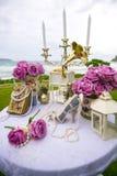 Luxry在海滩的婚礼设置 免版税库存照片