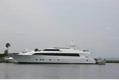 Luxueus en mooi jacht stock afbeeldingen