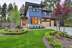Luxueus huisontwerp met modern randberoep in Bellevue Stock Afbeeldingen