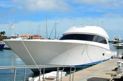Luxueus modern jacht Royalty-vrije Stock Afbeeldingen
