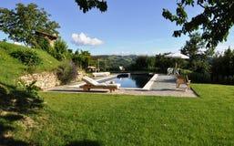 Luxueus privé zwembad Stock Foto