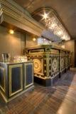 Luxueus restaurantbinnenland Stock Foto's