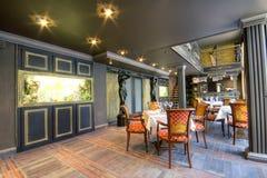 Luxueus restaurantbinnenland Stock Afbeelding