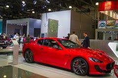 Luxueus Rood Maserati in het licht van de stralen royalty-vrije stock afbeeldingen