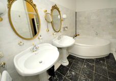 Luxueuze badkamers in hotel Royalty-vrije Stock Afbeelding