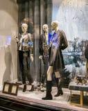 Luxueuze kledingsideeën met plastic modellen en toebehoren royalty-vrije stock afbeeldingen