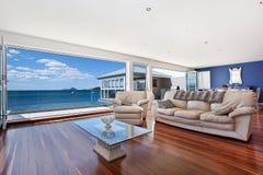 Luxueuze moderne woonkamer Royalty-vrije Stock Fotografie