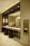 Luxueuze openbare badkamers stock fotografie