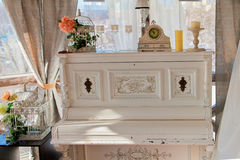 Luxueuze ouderwetse piano in de uitstekende stijl Stock Foto's
