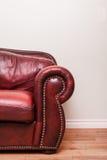 Luxueuze Rode Leerlaag voor een blinde muur Royalty-vrije Stock Afbeeldingen