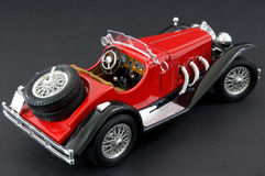 Luxueuze rode retro klassieke auto Stock Foto's