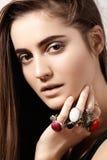 Luxueuze stijl met ontzagwekkende elegante juwelen, uitstekende ring Romantische bohotoebehoren Royalty-vrije Stock Foto