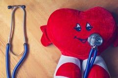 Luxuoso do coração com estetoscópio Fotografia de Stock Royalty Free