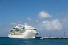 Luxur kryssningskepp på pir på St Croix Arkivfoto