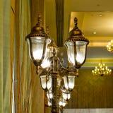 Luxuriöse aufwändige Goldwand-Leuchter-Zusammenfassung Stockfotografie