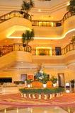 Luxuriöse Hotel-Vorhalle lizenzfreies stockbild