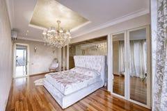 Luxuriöser Innenraum des Hauses Stockbild