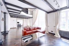Luxuriöser Innenraum des Hauses stockfotografie
