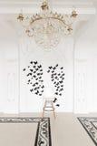 Luxuriöser Weinleseinnenraum mit Klonen und Stuck in der aristokratischen Art stockfotos