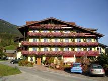Luxuriöses österreichisches Hotel Stockfotos