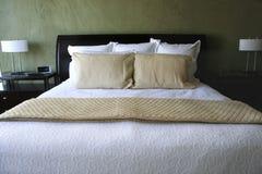 Luxuriöses Bett Stockbild
