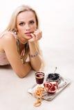 Luxuriöses Frauen- und Silbertellersegment Lizenzfreies Stockfoto