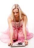 Luxuriöses Frauen- und Silbertellersegment Lizenzfreie Stockfotografie
