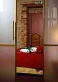 Luxuriöses Hotel-Schlafzimmer stockbild