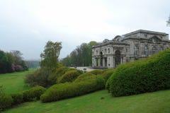 Luxuriöses Landhaus und königlicher Garten Stockfotos