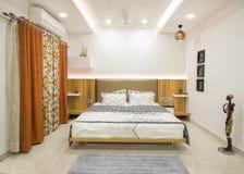 Luxuriöses modernes Schlafzimmer stockfotos