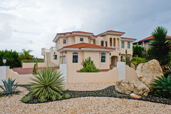 Luxuriöses tropisches Haus Stockbild