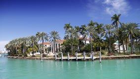 Luxuriöses Ufergegend-Haus lizenzfreies stockfoto