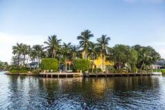 Luxuriöses Ufergegendhaus im Fort Lauderdale, USA Stockbild