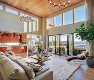 Luxuriöses Wohnzimmer stockfotos