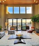 Luxuriöses Wohnzimmer stockbilder
