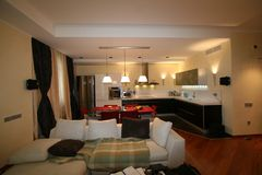 Luxuriöses Wohnzimmer, schöner Eingang Lizenzfreies Stockbild
