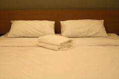 Luxurious bedroom with two towels Royalty Free Stock Photos