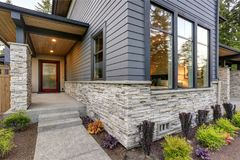 Free Luxurious Home Design With Modern Curb Appeal In Bellevue. Royalty Free Stock Images - 102752089