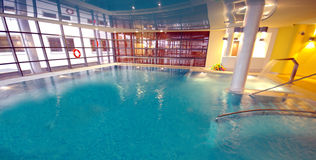 Luxurious hotel swimming pool Royalty Free Stock Photography